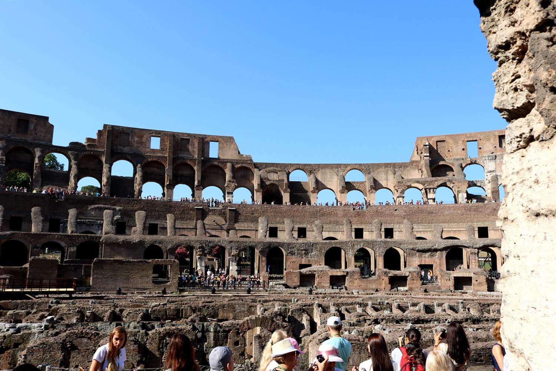 spacer po rzymie koloseum