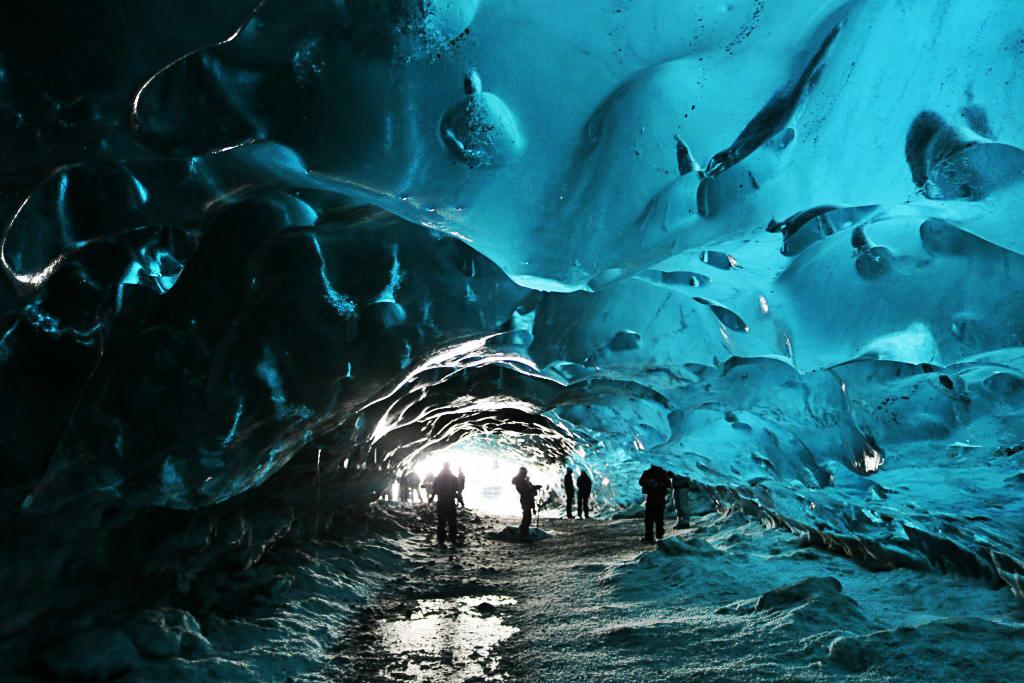 lodowe jaskinie na Islandii
